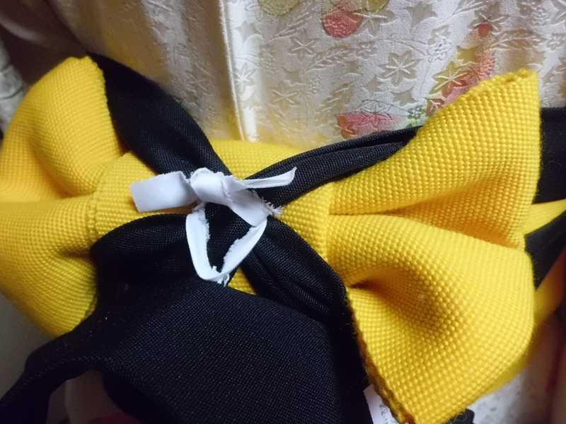 前紐のクロスした帯上部分に通して固定する